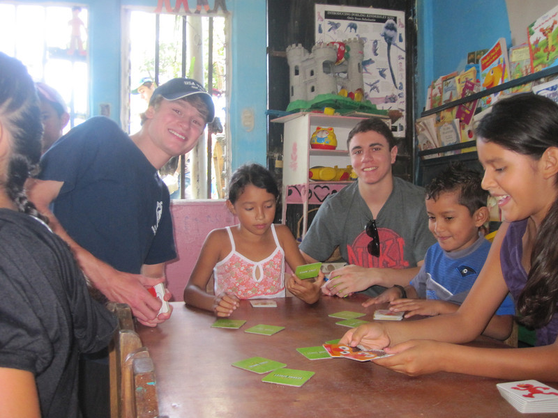 Costa Rica Community Service Helping out at La Carpio